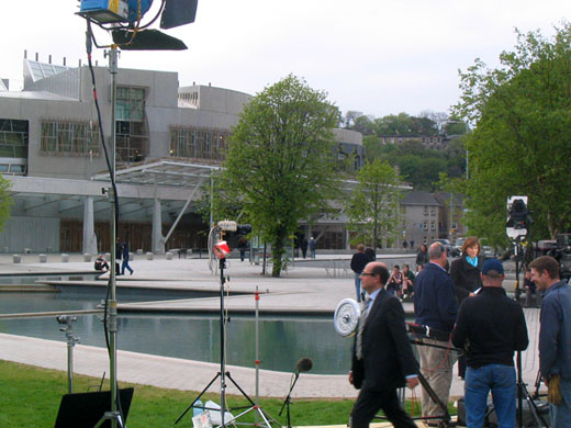 BBC 的 Fiona Bruce 和 Nick Robinson