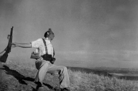 2009-09-05 Robert Capa The Fallen Soldier