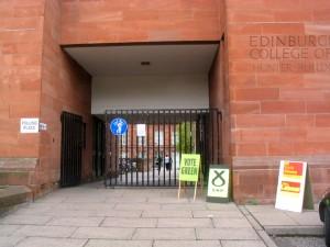 有许多中国留学生就读的爱丁堡艺术学院 (Edinburgh College of Arts)也是投票站