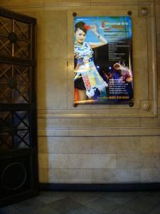 New Town Theatre 是贵州民族歌舞团的演出场地,在门口的大厅墙上挂着节目海报。