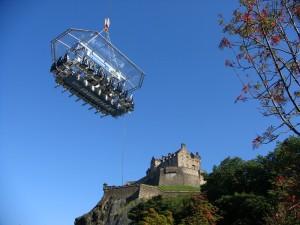 王子大街花园的空中,爱丁堡城堡边的怪物。
