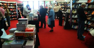 爱丁堡图书节临时书店内