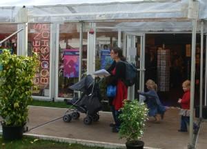 图书节内的儿童书店,和旁边的成人书店面积一样大。