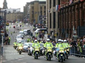 车队前方的摩托车队,是由几辆警车组成,不是专门的摩托车仪仗队。