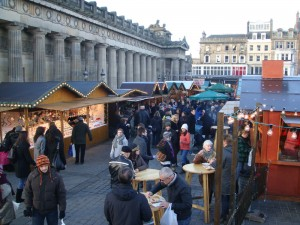 苏格兰国家美术馆边的德国市场是爱丁堡的圣诞传统。