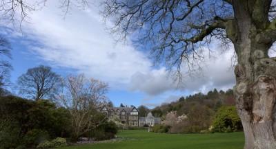 建起 Bodnant Garden 的维多利亚时代热爱园艺的有钱人,现在他们的后代依然住在大宅里,但是花园就送给National Trust了。