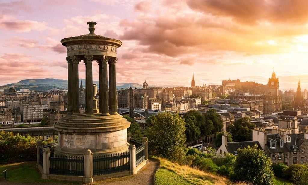 从Calton Hill上远眺爱丁堡市中心