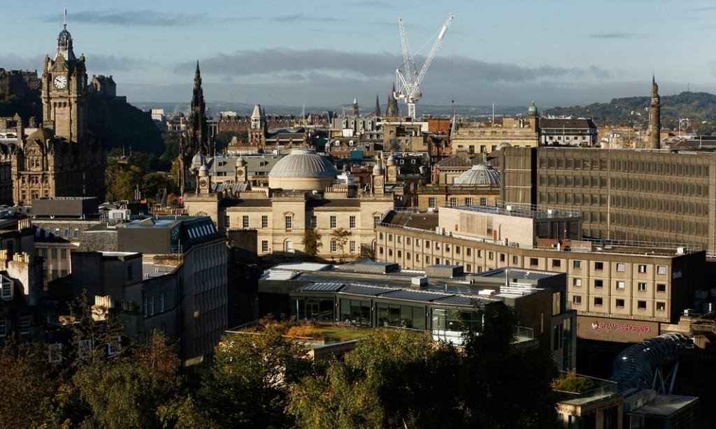 照片右侧的是将被拆毁的St James购物中心和旅馆