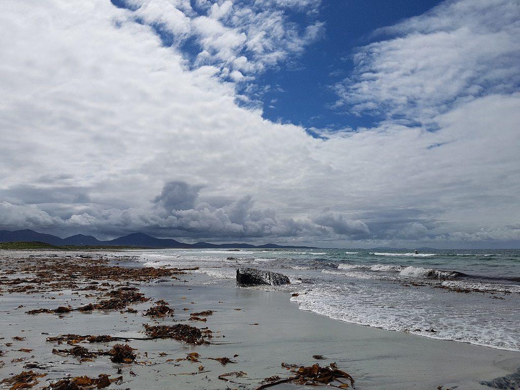 南尤伊斯特岛上有许多长长的白色沙滩。沙滩上的海带曾经是这里居民的重要收入来源。