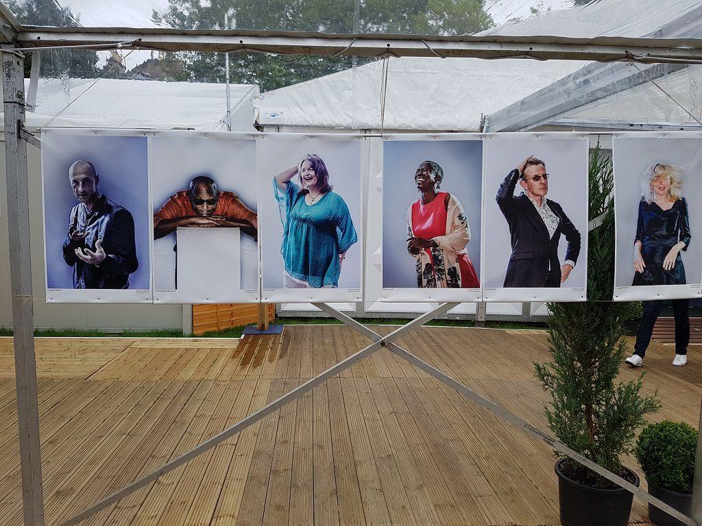 参加爱丁堡图书节的作者肖像