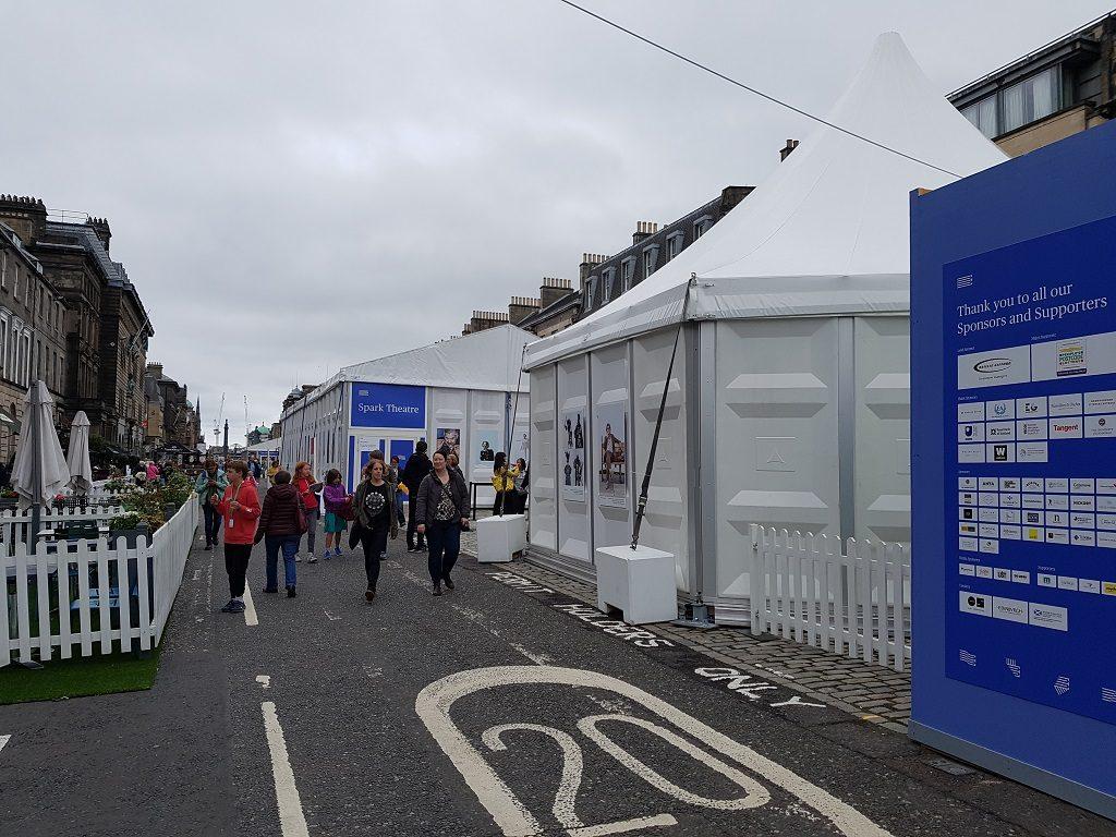 今年的爱丁堡图书节场地扩张到了附近的乔治大街上