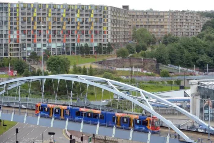 """谢菲尔德火车站边的""""公园山""""(Park Hill)"""