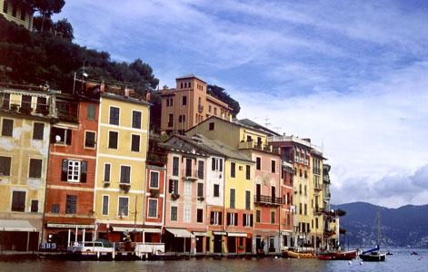 我到 Portofino那一天晴朗的秋日,完全没有《云上的日子》中的阴郁。