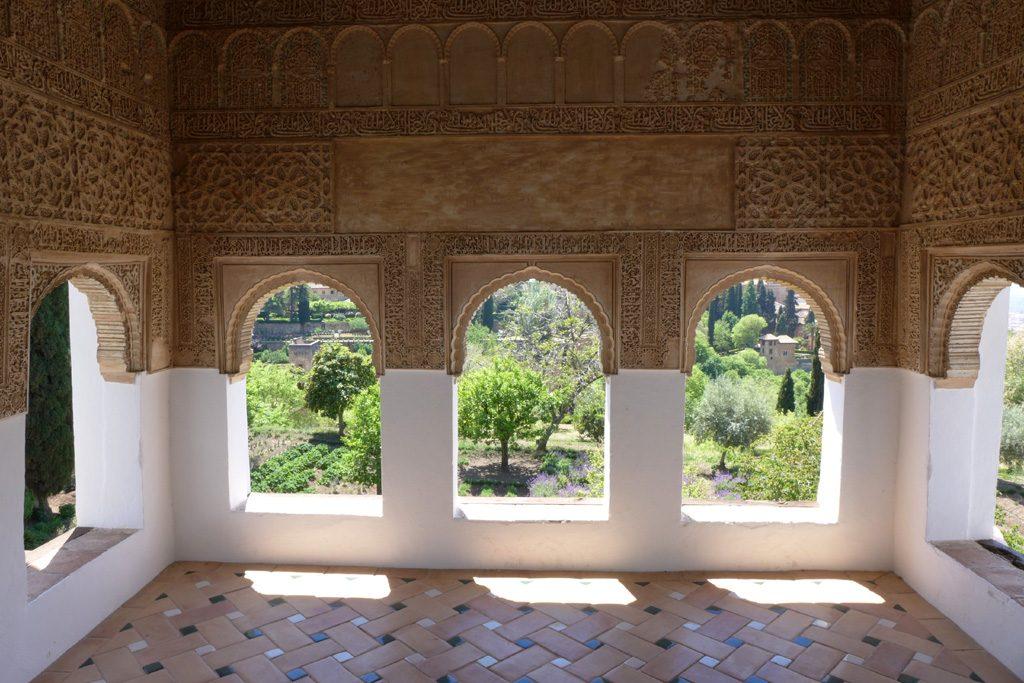 宫殿的设计就是为了让人席地而坐的。