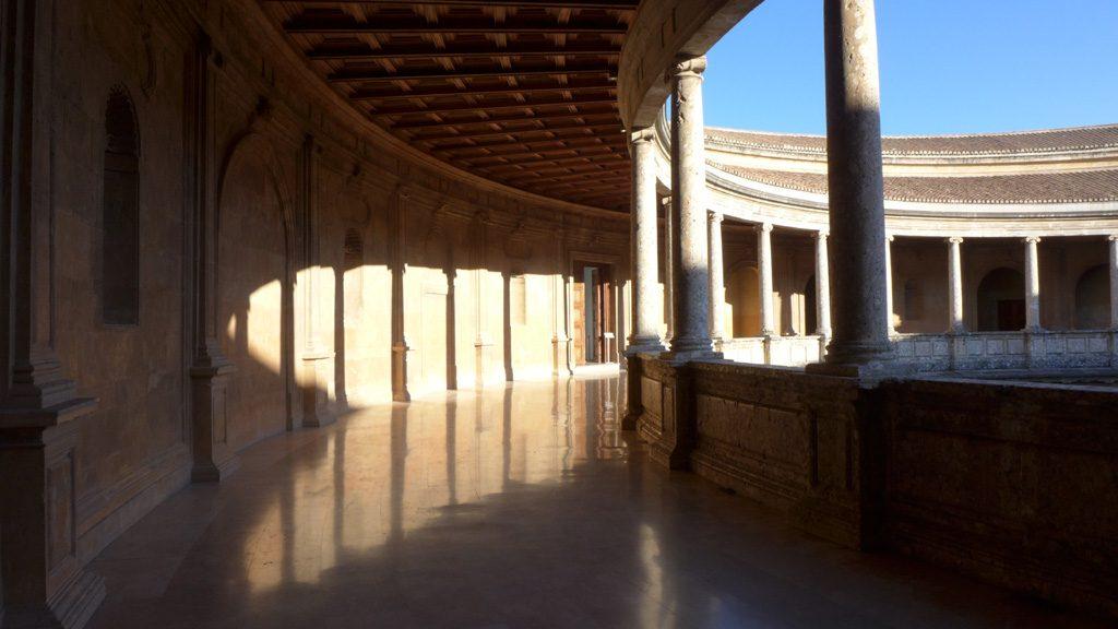 查理五世修建的封闭式宫殿