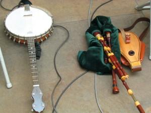 edinburgh 2009-08-1009800 Banjo and Scottish Boarder Bagpipe