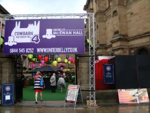 爱丁堡大学的 McEwan Hall 今年是演出场地之一,是组织者和场地管理者 Underbelly 的一部分