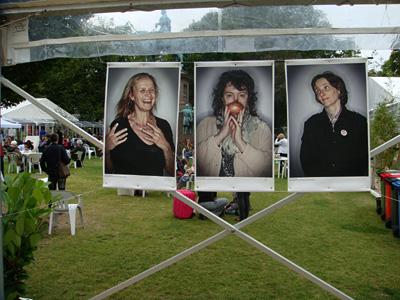 中间的是英国 Poet Laurette Carol Ann Duffy