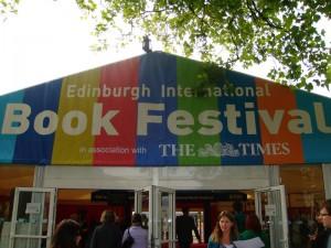 2010年的爱丁堡图书节已经结束,在举办的超过700个讲座中,有近三分之一是针对儿童的节目。这是一个为家庭观众着想的图书节