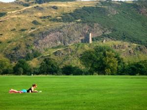 今年夏天爱丁堡天气特别好,到了九月份,依然阳光灿烂,气温超过20度:这已经是远超历史记录了。这是 Holyrood Park。