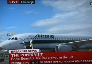 教皇本笃十六世的包机上午10:30抵达爱丁堡机场