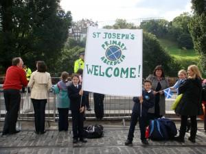 好多小孩,看来今天苏格兰学校放假一天。