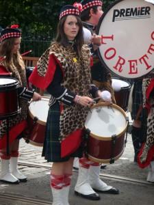 女孩还是当鼓手的比较多。