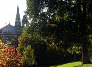 王子大街花园西端的 St. Cuthbert Church