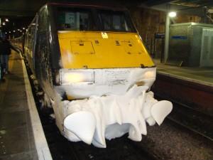 火车机头。爱丁堡与格拉斯哥之间的火车时断时续。
