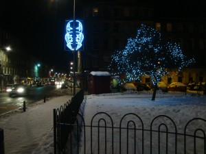 爱丁堡市区的圣诞灯饰已经开了。