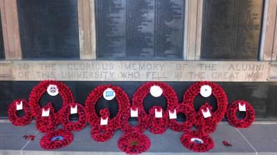 爱丁堡大学内的阵亡校友纪念墙