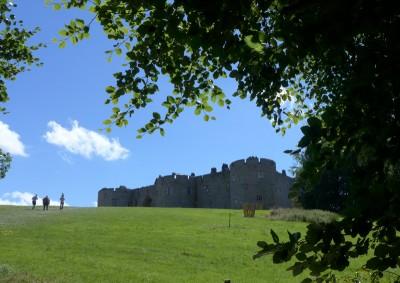 Chirk Castle 是英格兰威尔士边境上一系列有防卫意义的城堡之一,现在是 National Trust 物业,不过城堡里现在还是有人住着的。