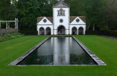 Bodnant Garden里也有规划精致的庭院。