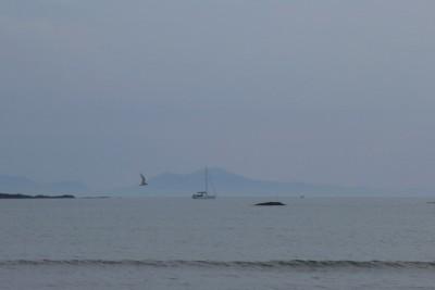 位于威尔士西北角的Anglesey岛,现在已经和大陆连起来了。照片背景中是Snowdonia群山。