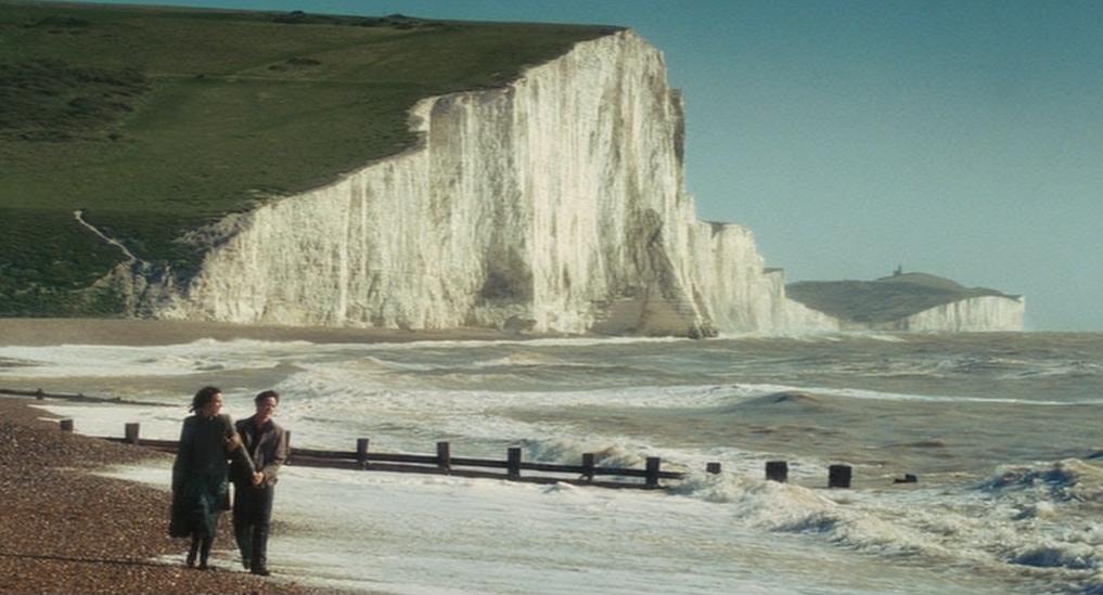 """电影《赎罪》(Atonement)最后一幕的场景在""""七姊妹""""拍摄"""