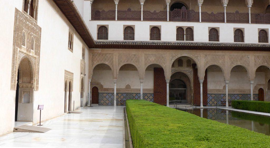 阿尔罕布拉宫内的庭院