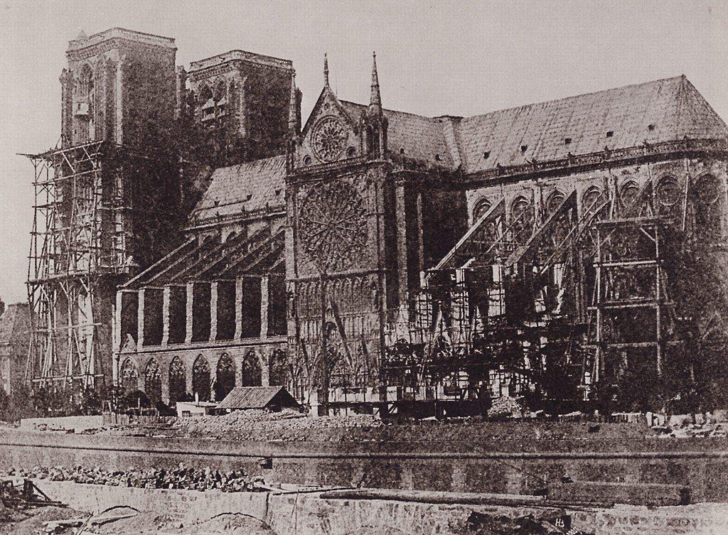 摄于1847年,巴黎圣母院修复刚开始的时期